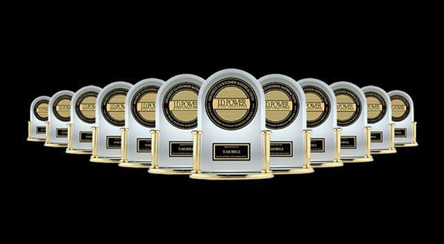 Múltiples premios de J. D. Power sobre un fondo negro