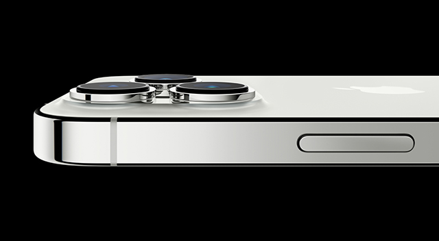 Imagen horizontal de un iPhone 13 Pro en color plata
