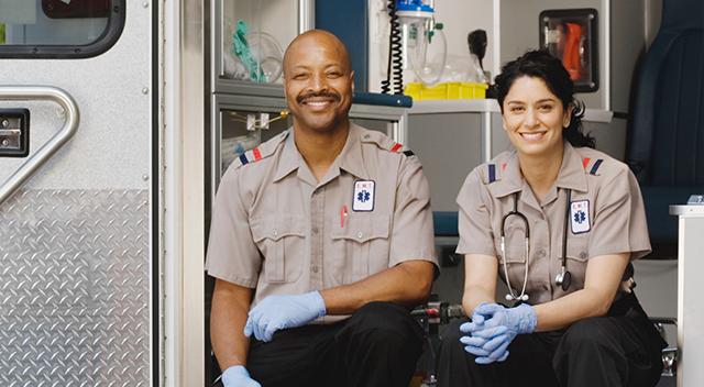 2 paramédicos sentados